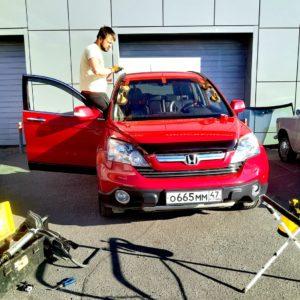 Лобовое автостекло на Honda CR-V с установкой в СПБ