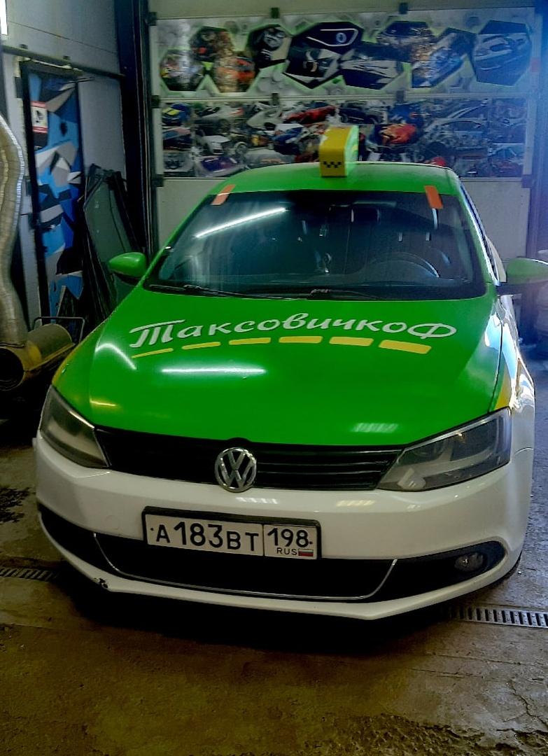 Лобовое стекло на Volkswagen Jetta вместе с заменой в СПБ