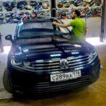 Лобовое стекло на Volkswagen Touareg вместе с заменой